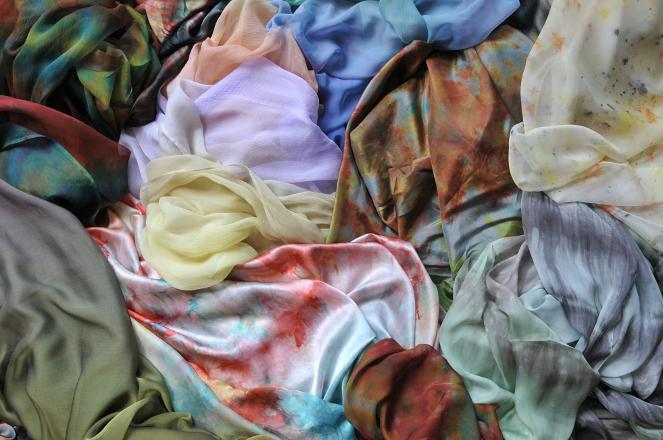 Teintures spéciales sur tissus de soie